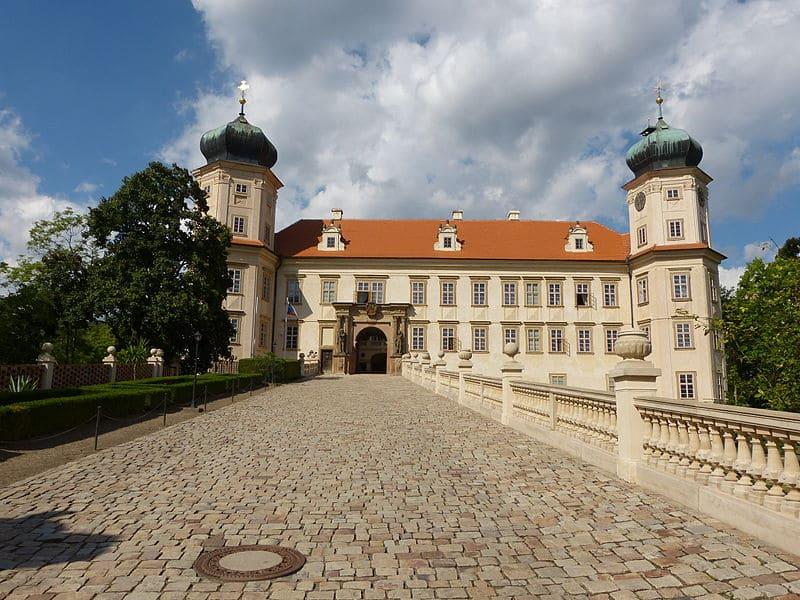 замок Мнишек-под-Брды фото
